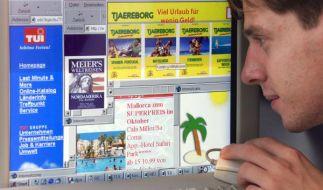 Wer beim Empfang einer Reisebuchungsbestätigung keine genauen Reisezeiten vorfindet, sollte einen prüfenden Blick in den dazugehörigen Reisevertrag werfen. (Foto)