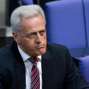 Peter Ramsauer wettert wegen Flüchtlingskrise gegen Angela Merkel (Foto)