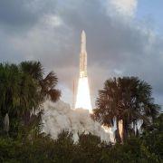 Ariane-5-Rakete bringt zwei Kommunikationssatelliten in den Weltraum (Foto)