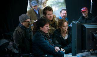 Rob Marshall bei der Arbeit, hier umgeben von Darstellern des Films Into the Woods. (Foto)