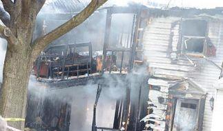 Kleinflugzeug stürzt bei Washington in Wohnhäuser: Sechs Tote (Foto)