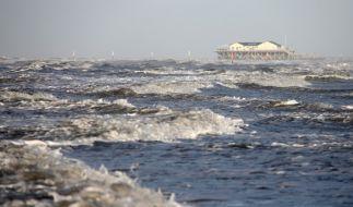 Orkan «Alexandra» sorgt besonders an der deutschen Küste für gewaltige Stürme. (Foto)