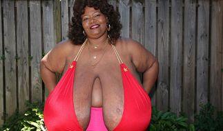 Annie Hawkings Brüste wiegen ganze 30 Kilo. (Foto)