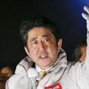 Wahl in Japan: Regierung von Abe vor haushohem Sieg (Foto)