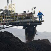 Gabriel steht zum Ausbau des Braunkohle-Tagebaus (Foto)
