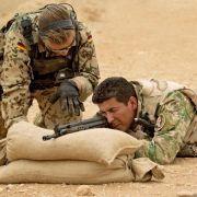 Kabinett beschließt umstrittenen Bundeswehreinsatz im Irak (Foto)