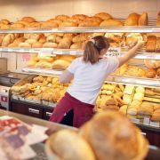 Videobeweis: Verkäuferin vernascht Kunden - Kündigung! (Foto)