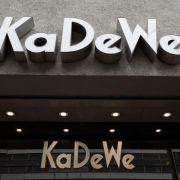 Maskierte überfallen KaDeWe: Schmuck-Vitrinen zerschlagen (Foto)