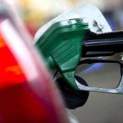 Ölpreis-Verfall alarmiert EZB - Autofahrer profitieren (Foto)