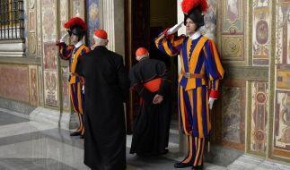 Papst Franziskus kritisiert Kurie: «Spirituelles Alzheimer» (Foto)
