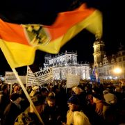 «Pegida»-Bewegung: 17 500 gehen in Dresden auf die Straße (Foto)