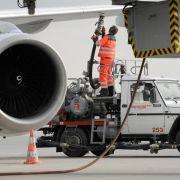 Streit um Kerosinzuschläge: Airlines sollen Ticketpreise senken (Foto)