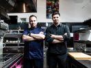 Tim Raue (l.) und Tim Mälzer im Duell. (Foto)
