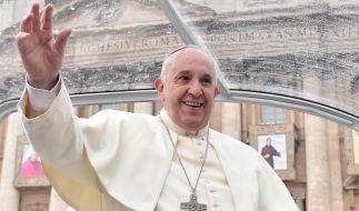 Papst feiert Christmette im Petersdom (Foto)