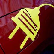 Dobrindt will «Tankstellen»-Netz für Elektroautos (Foto)