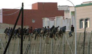 Trotz «Superzäunen»: Flüchtlinge stürmen spanische Exklave (Foto)