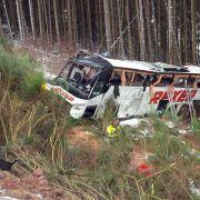 Vier Tote und mehr als 40 Verletzte bei Busunglück (Foto)