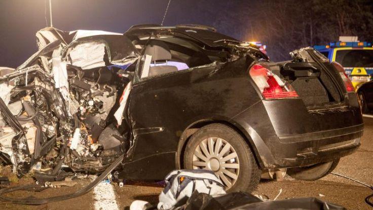 Zwei Tote bei Unfall durch Falschfahrer auf der A29 (Foto)