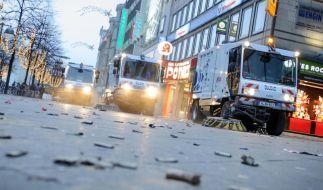 Nach der Party beginnt das große Aufräumen: In der SIlvesternacht wurde überall in Deutschland ausgelassen gefeiert. Unfälle mit Feuerwerkskörpern überschatten jedoch den Jahresbeginn. (Foto)
