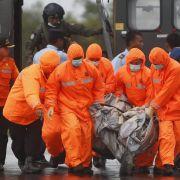 AirAsia-Absturz: Schlechte Sicht bremst Suche nach Opfern (Foto)