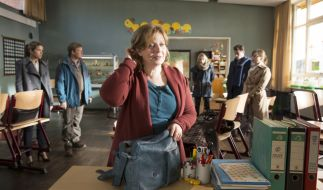 Die Eltern sind fest entschlossen, die Absetzung der Lehrerin Frau Müller zu verhindern. (Foto)