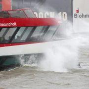 «Felix» fegt durch Deutschland - Sturmflut an der Elbe (Foto)