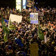 Zehntausende Menschen bei bundesweiten Anti-Pegida-Demos (Foto)