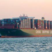 Größtes Schiff der Welt in Hamburg angekommen (Foto)