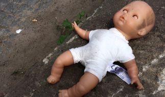 Die Mutter bemerkte nicht, dass ihr Kind um sein Leben kämpfte. (Foto)