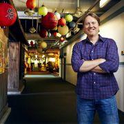 Regisseur Don Hall hatte schon bei Winnie Pooh das Zepter in der Hand und ließ auch die Idee von Baymax Wirklichkeit werden.