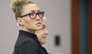 Brianne Altice hatte Sex mit einem 16-Jährigen und wurde eben erst auf Kaution aus dem Knast entlassen. Sofort begann die 35-Jährige eine neue Affäre - mit einem Schüler. (Foto)
