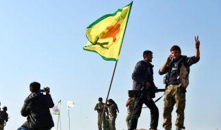 Kurden bejubeln Sieg über IS-Miliz in Kobane (Foto)