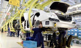 Daimler erhöht Wachstumstempo und bleibt auf Sparkurs (Foto)
