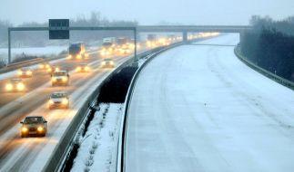 Das Winterwetter sorgt auch am Wochenende für Chaos auf Deutschlands Straßen. (Foto)
