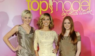 """Das Model Heidi Klum sowie die Siegerinnen der Casting-Show """"Germany's Next Topmodel"""", Barbara Meier und Jennifer Hof. (Foto)"""