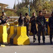Huthi-Machtübernahme im Jemen:Botschaften schließen (Foto)