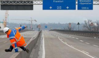 Experten untersuchen Risse an gesperrter Schiersteiner Brücke (Foto)