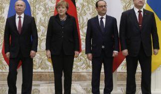 Russlands Präsident Wladimir Putin, Kanzlerin Angela Merkel, der französische Staatschef François Hollande und der ukrainische Präsident Petro Poroschenko beim Ukraine-Friedensgipfel in Minsk. (Foto)