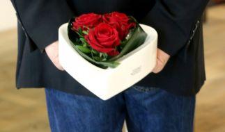 Am Valentinstag 2015 zelebrieren wieder Tausende Paare ihre Liebe und beschenken sich. (Foto)