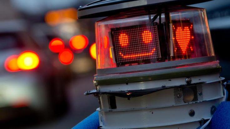 Roboter hitchBOT startete am 13. Februar 2015 seine Reise durch Deutschland. (Foto)