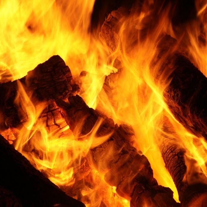 Lebendig verbrannt! Mutter zündet ihre drei Töchter an (Foto)