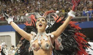 Voller Körpereinsatz und viel nackte Haut gehören beim brasilianischen Karneval einfach dazu. (Foto)