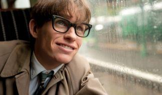 """Eddie Redmayne als Stephen Hawking in einer Szene des Kinofilms """"Die Entdeckung der Unendlichkeit"""". (Foto)"""
