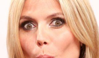 Heidi Klum lässt bei GNTM 2015 tief blicken. (Foto)