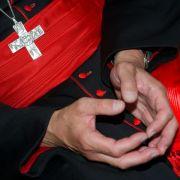 Obdachloser gibt sich als Kardinal aus (Foto)