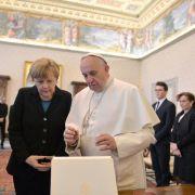 Merkel redet mit Papst über Krieg, Armut und Klimaschutz (Foto)