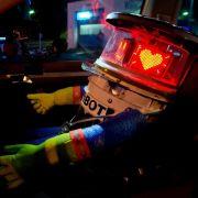 Roboterfigur «hitchBOT» wohlbehalten zurück am Startpunkt München (Foto)