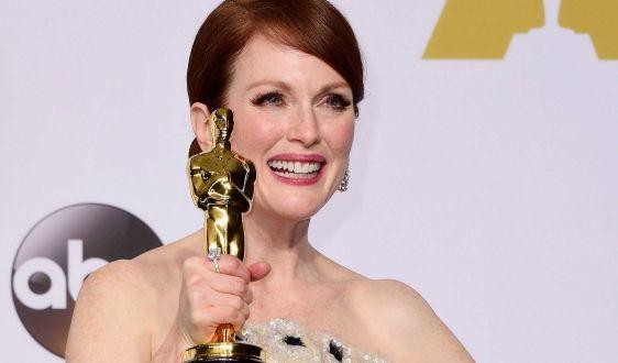 """Julianne Moore freute sich über ihren Academy Award als beste Hauptdarstellerin in """"Still Alice"""". (Foto)"""