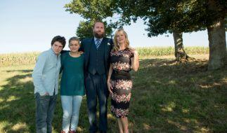Die Familie Bélier: v.l.n.r. Quentin (Luca Gelberg), Paula (Louane Emera), der Vater Rodolphe (François Damiens) und die Mutter Gigi (Karin Viard). (Foto)