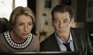 Etienne George Skypen mit dem Sohn ist für Kate (Emma Thompson) und Richard (Pierce Brosnan) ein zweifelhaftes Vergnügen. (Foto)